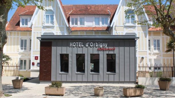 Hôtel-Restaurant Orbigny Façade du restaurant