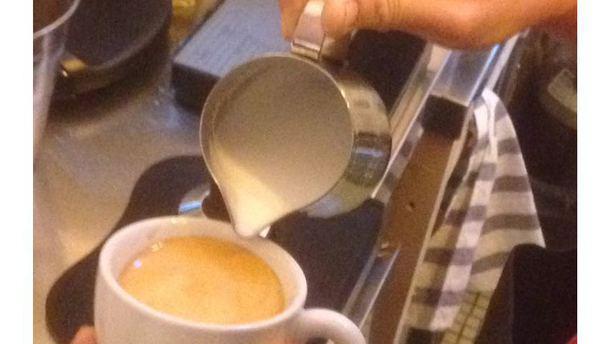 La Tanqueta prestandole atencion a tu cafe!