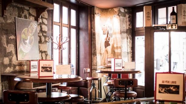 Au Père Louis intérieur bar à vins Paris