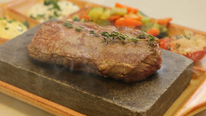 Viande sur ardoise - Les Fraisiers,