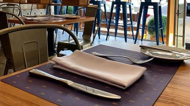 Avenida Cafe Bistro Sala