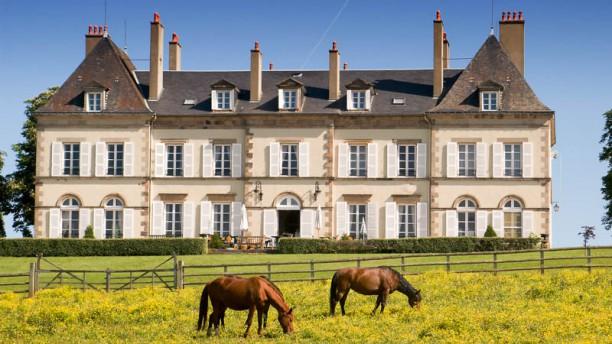 L & Luy au Château d'Ygrande Vue extérieure