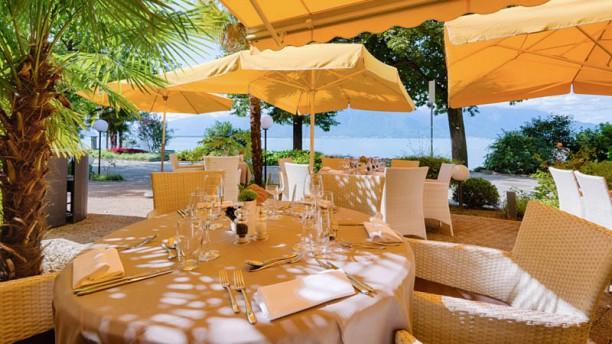 Café Bellagio – Royal Plaza Montreux & Spa Table en terrasse