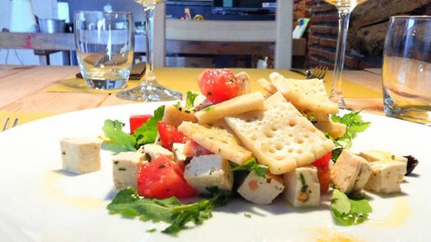 A-mare Ristorante & Pizza Testaroli con tofu biologico, pomodoro e rucola