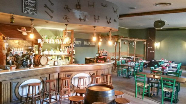Honey Badger Restaurant Saloon Interno