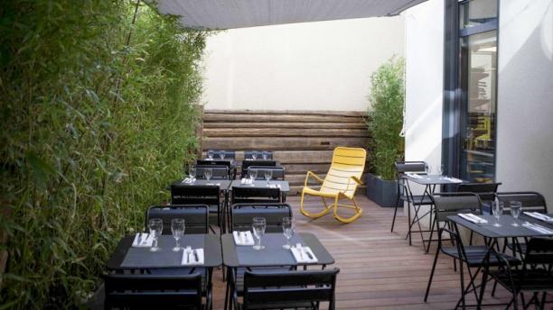 La Fruitière d'Aligre Au fond du restaurant, le patio.