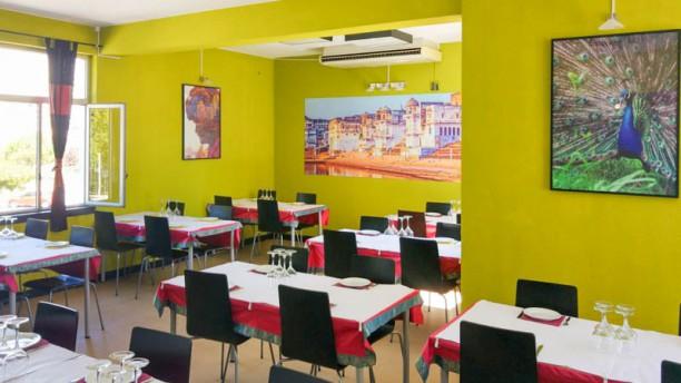 Mayura Tandoori - Restaurante Indiano - Algés Vista da sala