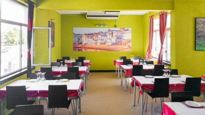 Vista da sala - Mayura Tandoori Restaurant, Cascais