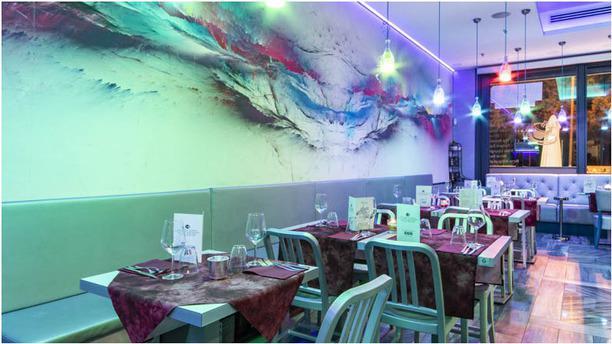 Le Mythique Bistrot Lounge Bar Veduta dell interno