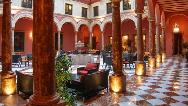 El Patio Del Hotel Vista entrada