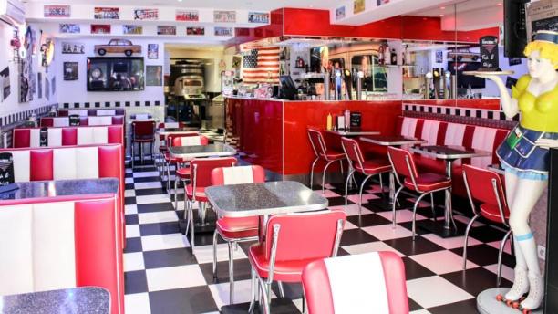 Enzo Pizza Burger la salle du réstaurant