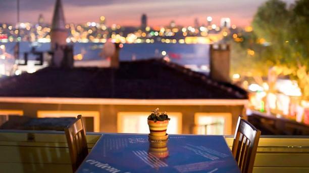 Keyif İstanbul Terrace by night