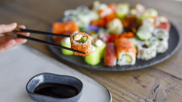 Enjoy Sushi Bouc-Bel-Air Plateau sushi