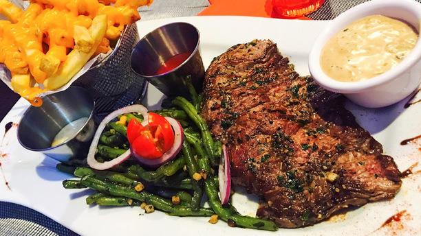 Frenchy's Grill Bavette d'Aloyau avec ses frites au cheddar et haricots verts poêlés