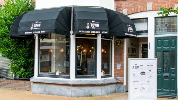 D-Town BBQ, Hamburgers & Steaks Ingang