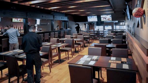 Arena Sports Lounge - Bar & Grill Vista da sala