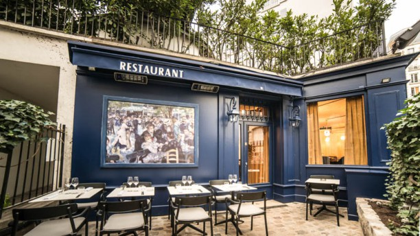 Le moulin de la galette in paris restaurant reviews for Restaurant le miroir paris 18