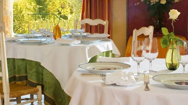 Auberge de la Madone détail tables