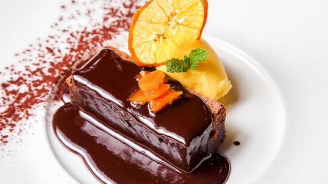 Brownie de chocolate con helado de naranja - Parrilla Albarracín, Zaragoza
