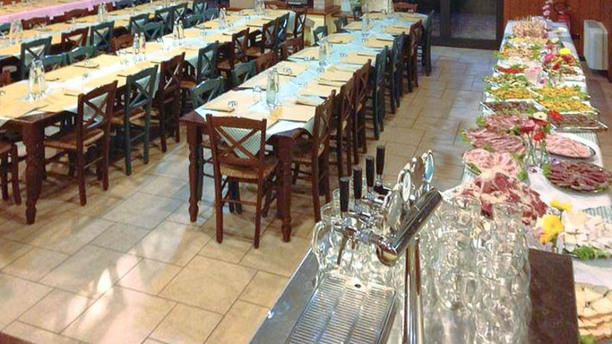 La Tana del Luppolo Vista sala buffet