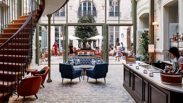 rivie the hoxton paris in paris restaurant reviews. Black Bedroom Furniture Sets. Home Design Ideas