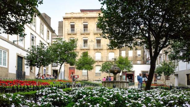 Taberna Montes Fachada y Plaza de Fonseca