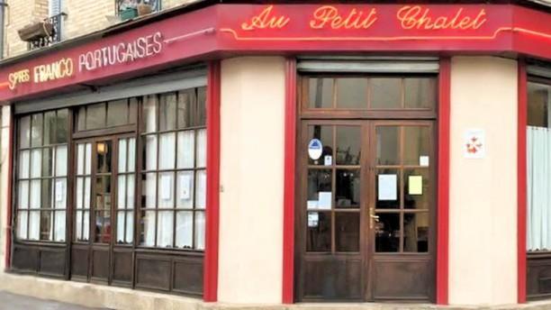 Au Petit Chalet façade