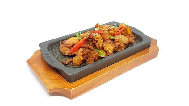 Lee's Korean Restaurant NAGRIN Geyuk-bokkum: pancetta fresca di suino saltata in salsa piccante con verdure