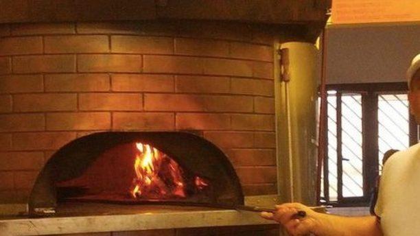 Compagnia della Pizza forno a legna acceso