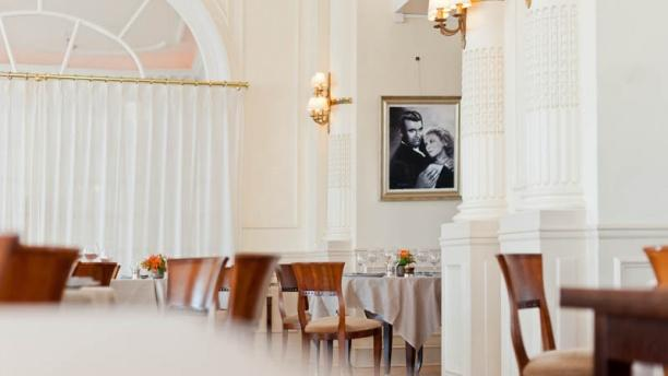 Restaurant intercontinental carlton cannes cannes 06400 for Prix chambre carlton cannes