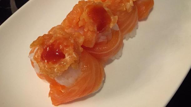 Yihon Sushi Gunkan salmone