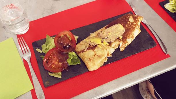 L'Artisan du Foie Gras Crêpe farcie aux légumes de saison avec sa tranche de foie gras fait maison.