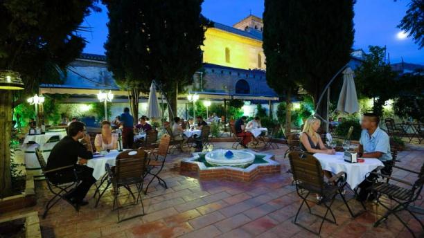 Flamenco en Vivo - Jardines de Zoraya Vista terraza