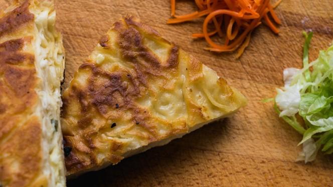 Bladerdeeg gevuld met feta kaas en peterselie - Istanbul Cafe en Restaurant, Nijkerk