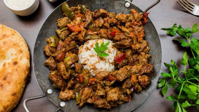 Stukjes lamsvlees met diverse kruiden - Istanbul Cafe en Restaurant, Nijkerk