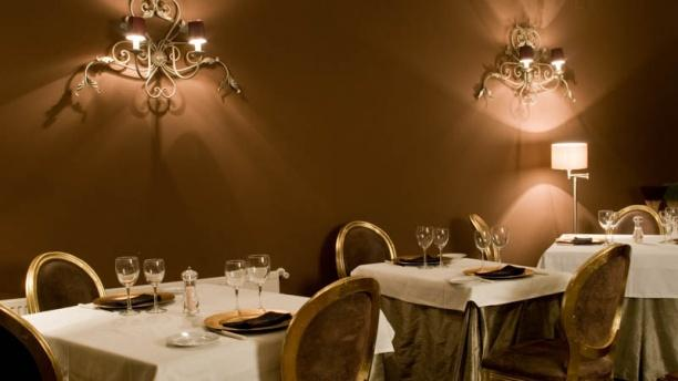 Restaurante Hotel Cardamomo Sigüenza) Mesas elegantes