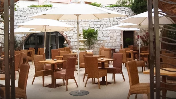 L altro in antibes restaurant reviews menu and prices for Restaurant antibes