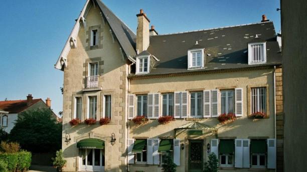 Le Clos de Bourgogne Clos de Bourgogne façade