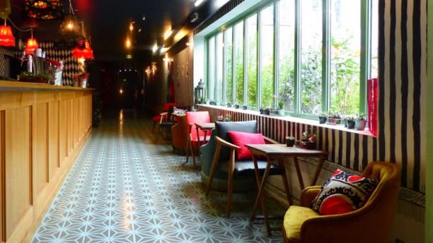 Restaurant Le Bar  U00e0 Bulles  U00e0 Paris  75018   Montmartre