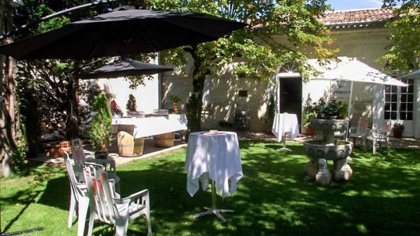 Restaurant des girondins restaurant 107 avenue marcel for Jardin couvert lyon
