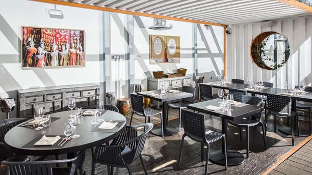 Okah Restaurant & Rooftop Vista da sala