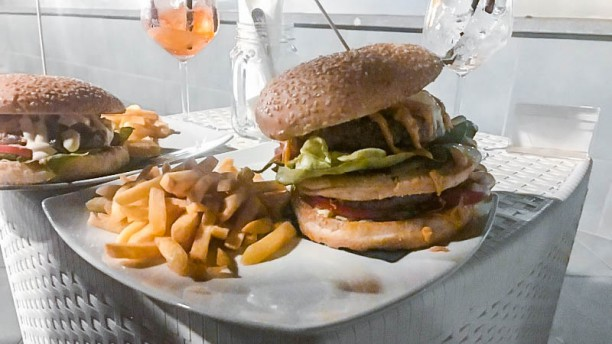 Mr. Black Hamburger con patate