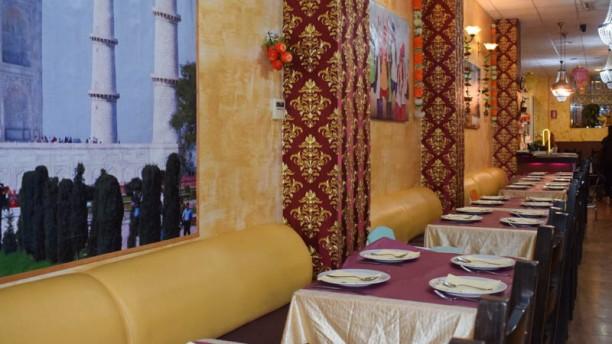 New Delhi Indian Restaurant Vista de la sala