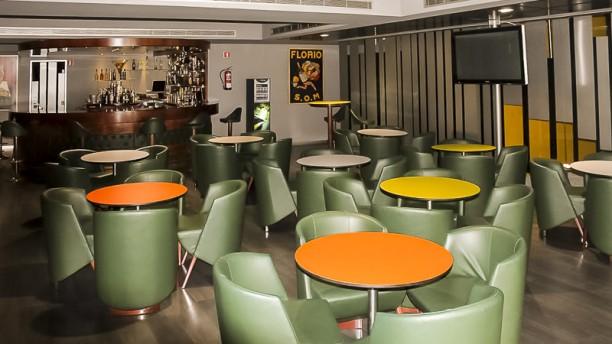 Micaco's Gourmet Burger & Gin sala