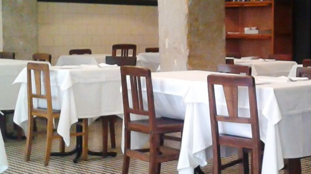 Moma Grill sala do restaurante