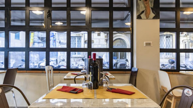Particolare tavolo - Belli all'angolo Hosteria Caffè, Rome