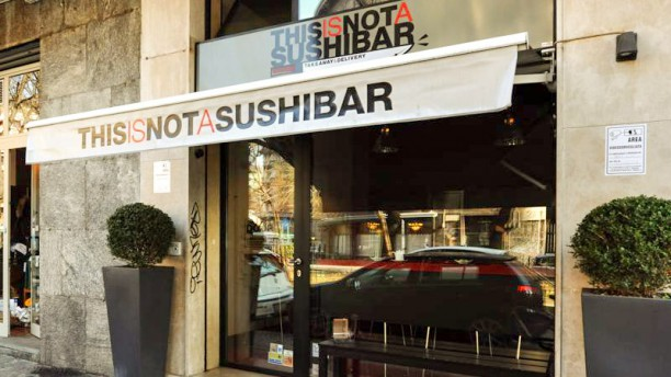 This Is Not a Sushi Bar Papi Entrata