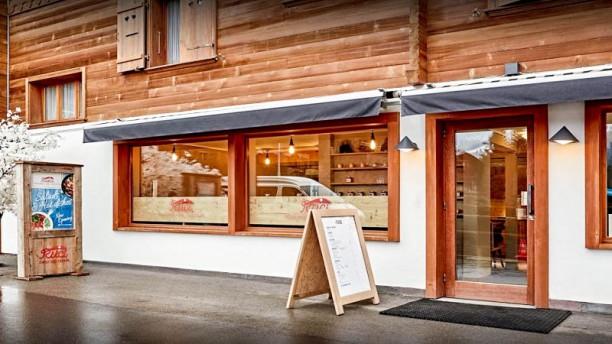 Mango Restaurant by Ruci Ingång