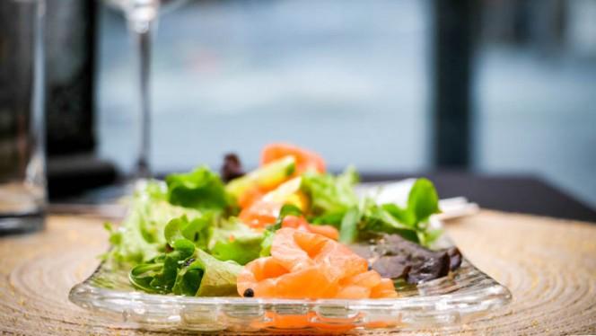 sashimi de salmão - Arte da Baixa, Porto