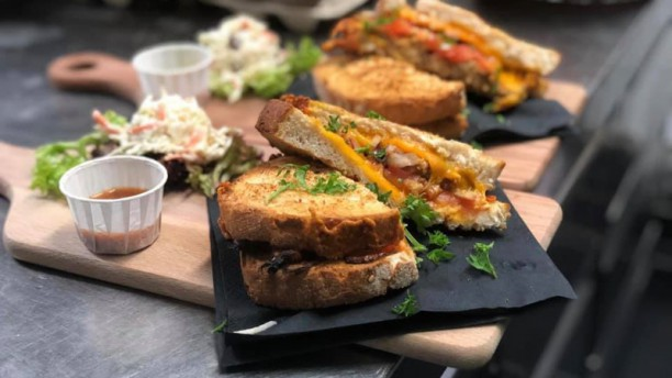 Eetcafé 't Pakhuis Tosti pulled chicken